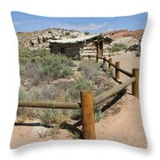 Wolfes Ranch - Arches Nationalpark Throw Pillow