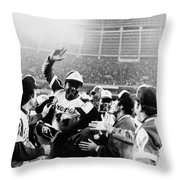 Hank Aaron (1934- ) Throw Pillow