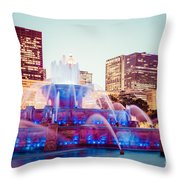 Buckingham Fountain And Chicago Skyline At Night Throw Pillow