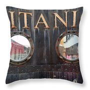 City 0024 Throw Pillow