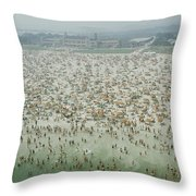 Crowds Of People At Jones Beach Throw Pillow