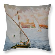 Di Bolina Verso L'isola Throw Pillow
