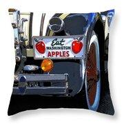 Eat Washington Apples2 Throw Pillow
