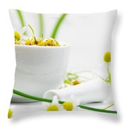 Echte Kamille Throw Pillow