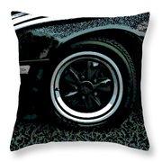 Fuchs On Grass Throw Pillow