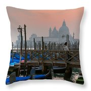 Gondole. Venezia. Throw Pillow
