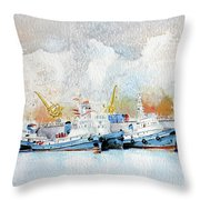In Attesa Attorno Al Bacino Throw Pillow