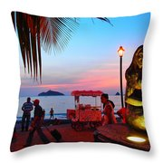 Mujer Del Mar Throw Pillow