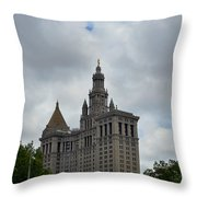 Municipal Building In New York Throw Pillow