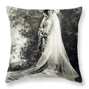 New York: Bride, 1920 Throw Pillow