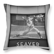 Tom Seaver 41 In Black And White Throw Pillow