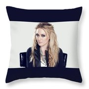 83110 Blonde Jacket Sitting Simple Background Hazel Eyes Hilary Duff Women Throw Pillow