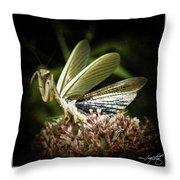 Mantis 22 Throw Pillow