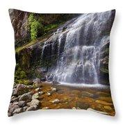 Veu Da Noiva Waterfall Throw Pillow