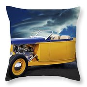 1932 Ford Roadster L Throw Pillow