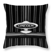 1932 Lincoln Kb Boattail Speedster Grille Emblem -1685bw Throw Pillow