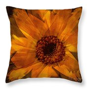 10449 Flower Throw Pillow