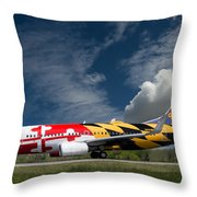 737 Maryland On Take-off Roll Throw Pillow