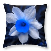 A Narcissist Star Throw Pillow
