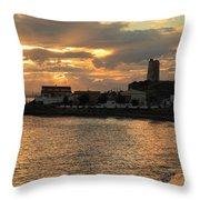Atardecer Colorido Throw Pillow