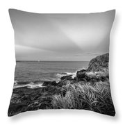 Castle Rock Beach Sunset Sunrays Marblehead Ma Black And White Throw Pillow