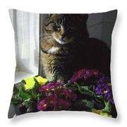 Chat Et Fleurs Throw Pillow