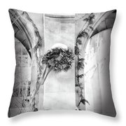 Christmas Wreath In Winter Throw Pillow