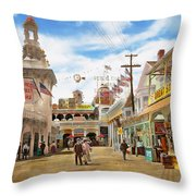 City - Ny - The Great Steeplechase 1903 Throw Pillow