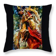 Corrida Throw Pillow