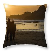 Couple At Harris Beach 0197 Throw Pillow
