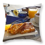 Desayuno Throw Pillow