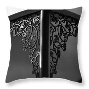 Esquina Throw Pillow