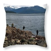 Fishing False Outer Point Throw Pillow