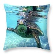 friendly Hawaiian sea turtle  Throw Pillow