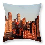 Gratte Ciel Manhattan Usa Throw Pillow
