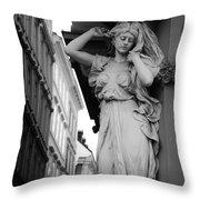 Karyatide Niedergeschlagenheit Throw Pillow