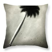 La Espera Del Viaje Throw Pillow