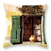 la finestra di Sue Throw Pillow