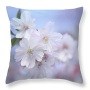 L'aquarelle Printemps Throw Pillow
