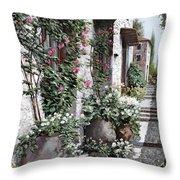 Le Rose Rampicanti Throw Pillow