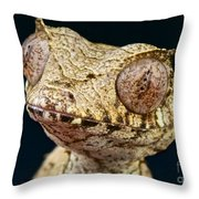 Leaf-tailed Gecko Throw Pillow