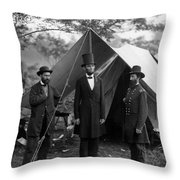 Lincoln With Allan Pinkerton - Battle Of Antietam - 1862 Throw Pillow