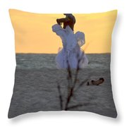 Lirio Throw Pillow
