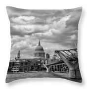 London - St. Pauls Cathedrale Throw Pillow