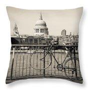 London Thames 1 Throw Pillow