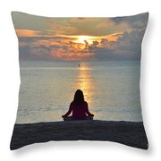 Meditando Al Amanecer II Throw Pillow