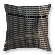 Metlife Building - 200 Park Avenue In Nyc Throw Pillow