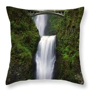Multnomah Falls, Oregon, Usa Throw Pillow