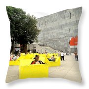 Museum Modener Kunst Throw Pillow