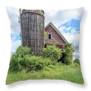 Old Historic Barn In Vermont Throw Pillow